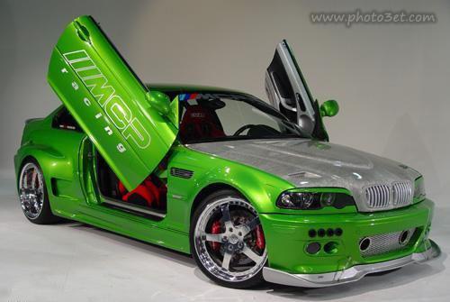 ماشین اسپرت سبز رنگ مدل بالا