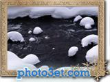 رودخانه یخ زده در فصل زمستان