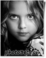تصویر سیاه و سفید هنری دختر بچه